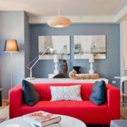 Многообразие предметов интерьера гостиной