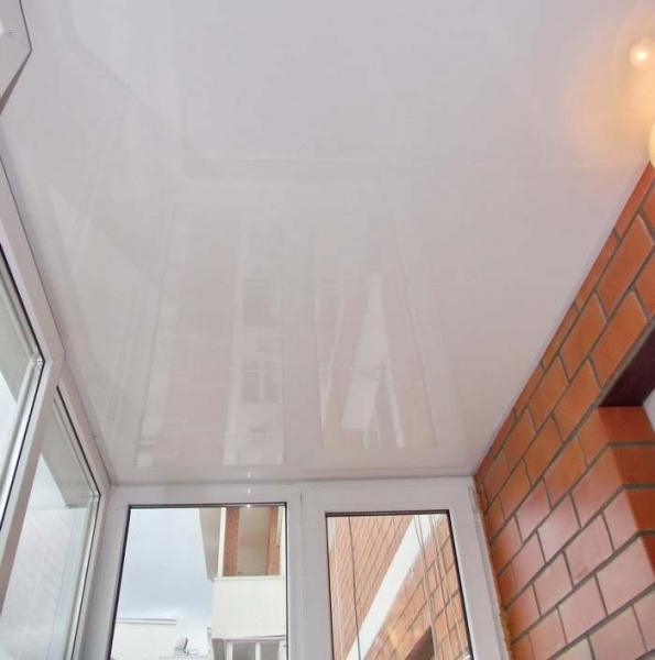 Из чего лучше сделать потолок на лоджии