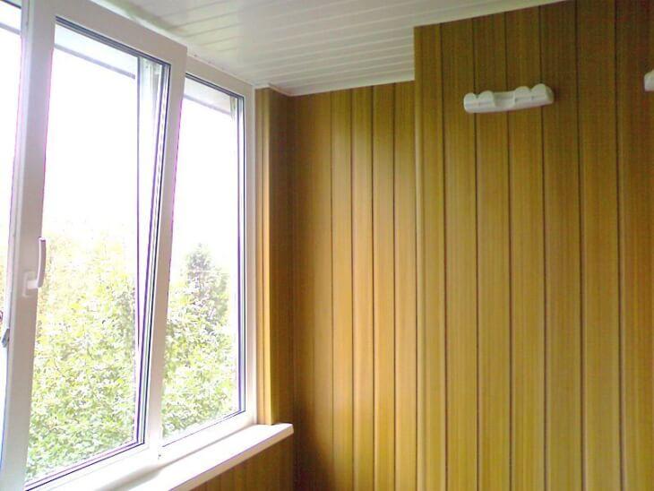Делаем красивую отделку балкона пластиковыми панелями самостоятельно