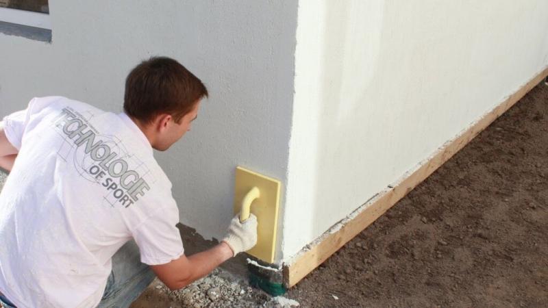 Правильно штукатурим стенки на балконе
