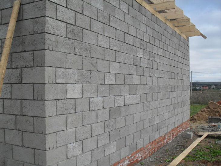 Дом из керамзитобетонных блоков: что это такое и как монтировать материал своими руками?