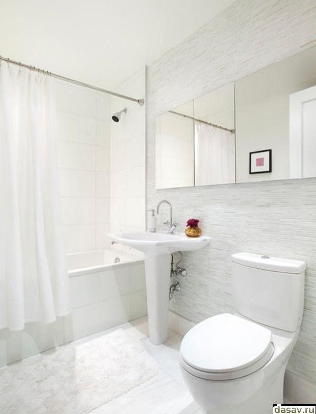 Дизайн, стиль, белые тона в стандартной ванной комнате.