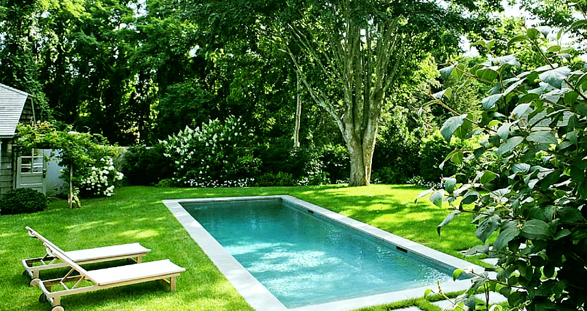 Чистая вода в бассейне